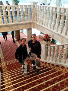 sigrid och eva i trappan
